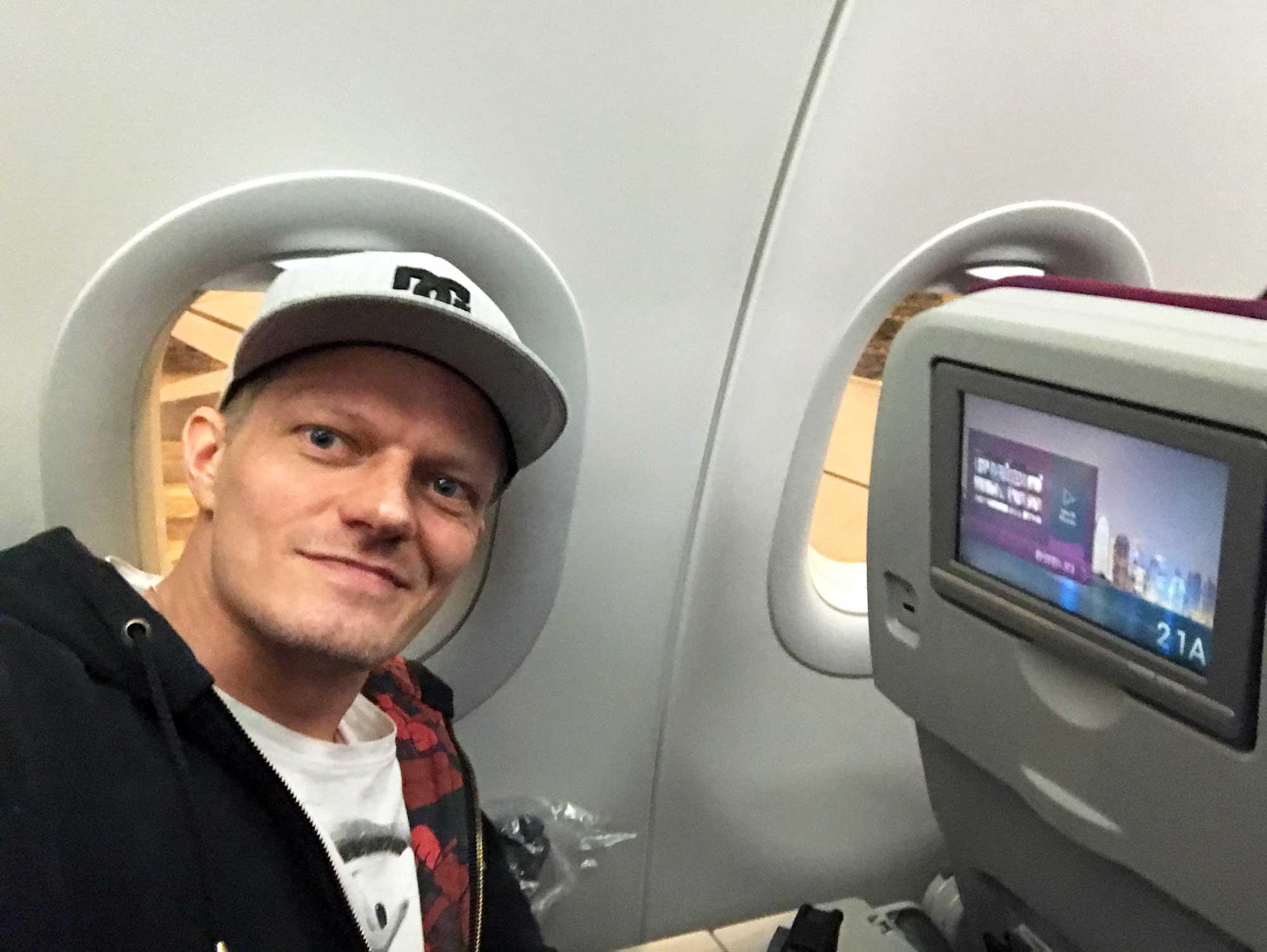 Qatar Airways selfie before takeoff at Helsinki HEL airport - Blog - Screw Them All